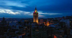 Galata Kulesi renkleriyle göz kamaştırdı